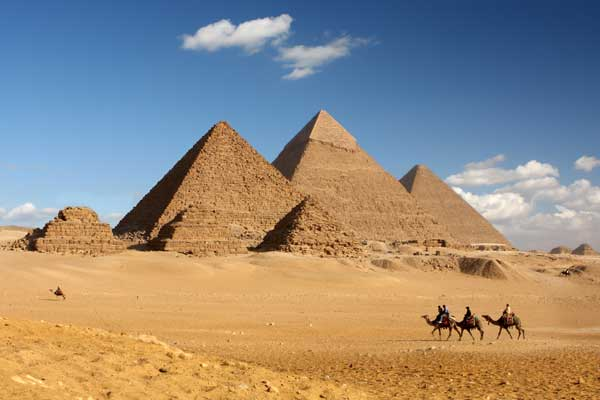 Gunmen fire on tourist bus in Cairo