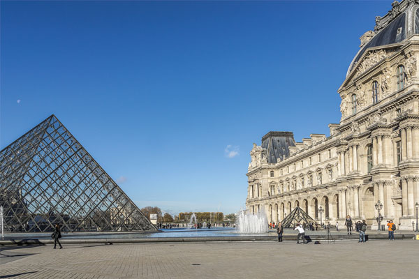 Reports of shooting at Louvre in Paris