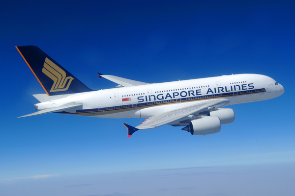 Singapore Airlines plunges into red in last quarter