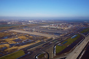 Berlin airport opening delayed to 2013