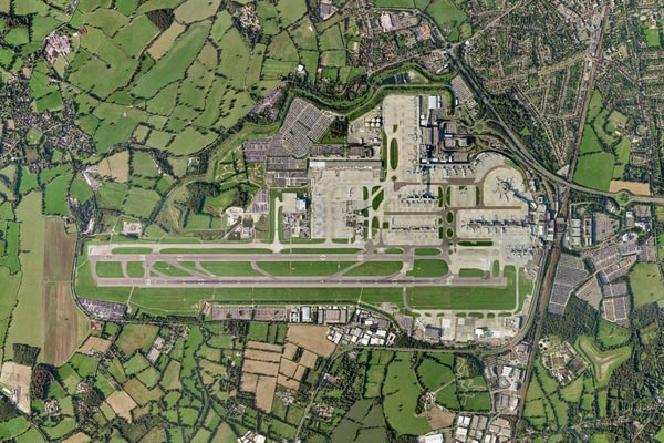 Gatwick to open second runway talks with contractors