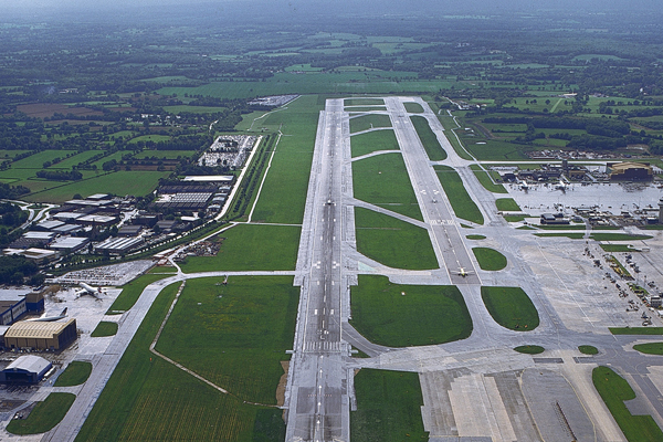 Updated: Gatwick 'seeks to raise capacity through use of emergency runway'