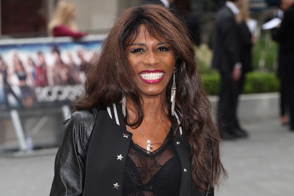 Popstar Sinitta to perform at Lancashire travel agency