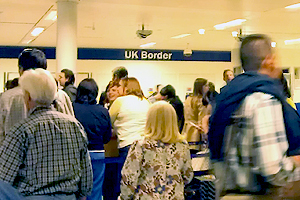 Bid to tackle long queues for US visitors