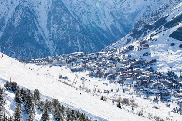 Ski staff strike in Les Alpes causes 'chaos on the slopes'