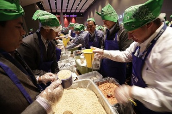 United Airlines flies 250,000 meals to starving children