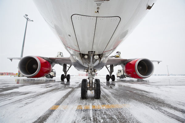 Warnings of UK airport disruption due to snow and ice