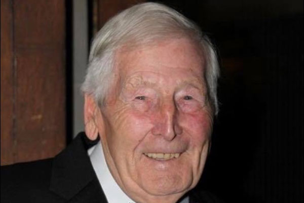 Well-known former travel agent Harry Weeks dies aged 94