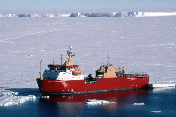 Criticism over use of icebreaker on Northwest Passage cruise