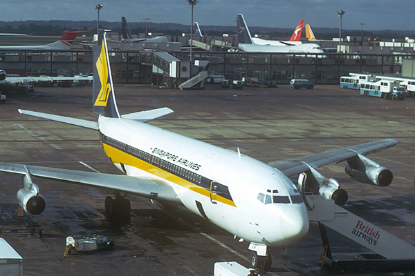 Singapore Airlines marks 45 years of Heathrow flights