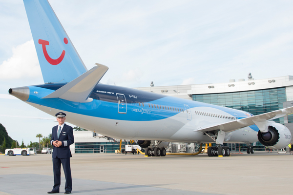Thomson Airways unveils Dreamliner with Tui livery