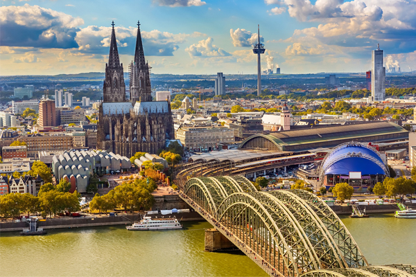 Spanish tourists in Cologne 'attacked' by Russian football hooligans