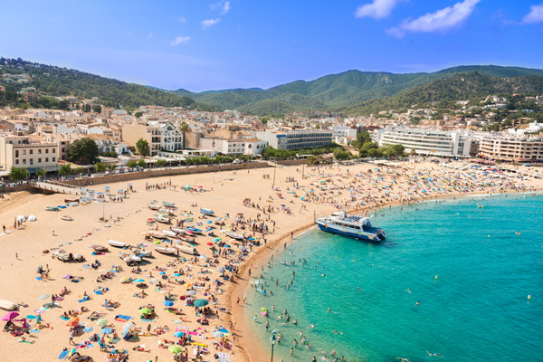 Tourists 'at risk' from violent attacks in Spain