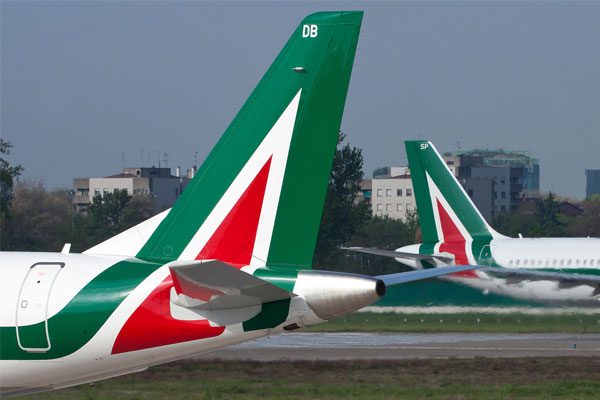 Rome delays sale of Alitalia