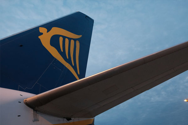 Sleeping crew photograph was faked, says Ryanair