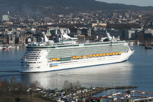 'Positive momentum' returns Royal Caribbean to black