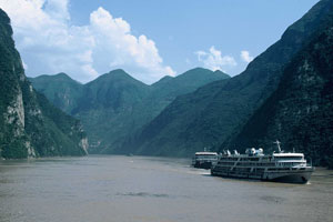 Capsized Yangtze river boat's safety record in the spotlight