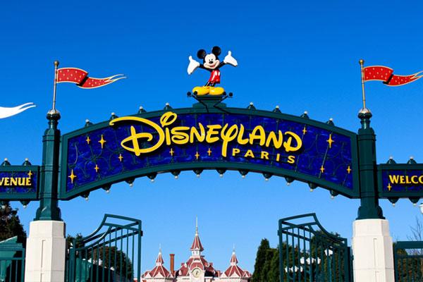 Disneyland Paris pushes back reopening